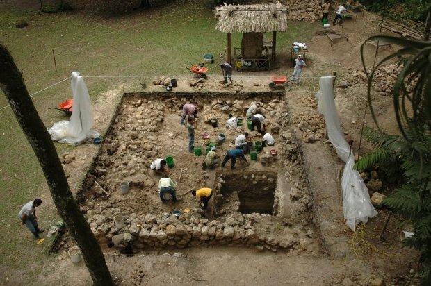 """Обнаружена древняя усыпальница могущественной цивилизации Майя: """"найдены следы странных существ"""""""