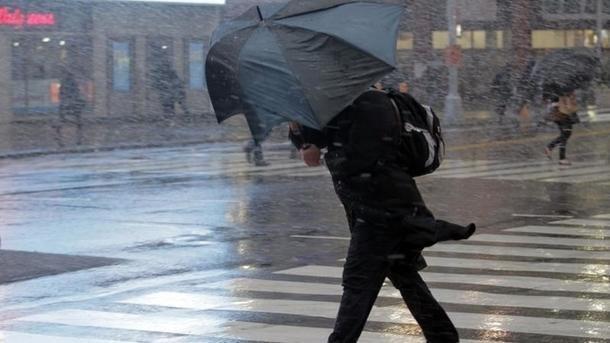 Украину накроет мощный циклон, регионы зальет и засыплет снегом, синоптики предупредили о самом страшном
