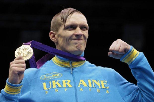 Усик написал трогательный стих об Украине, на глаза наворачиваются слезы. Чтоб наша страна так гордилась чемпионом, как он ею