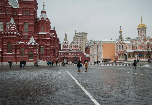 Сеть порвало от нового видео из закрытых дворов Кремля: «Кремль. День. Чувак вытаптывает х*й»