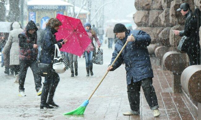 Украину накроет снежная буря: синоптики рассказали, какие области пострадают первыми