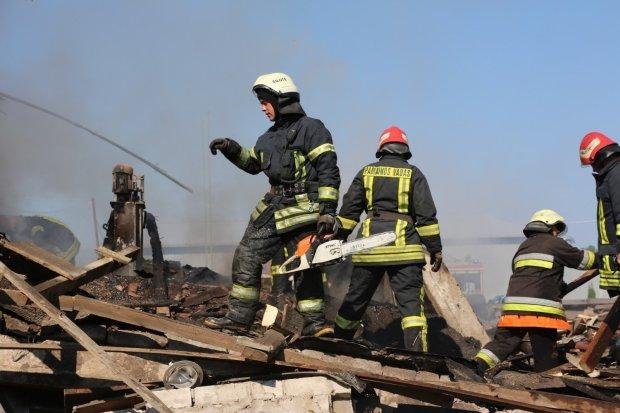 В центре города рухнула многоэтажка: «провалилась под землю», видео и подробности ЧП