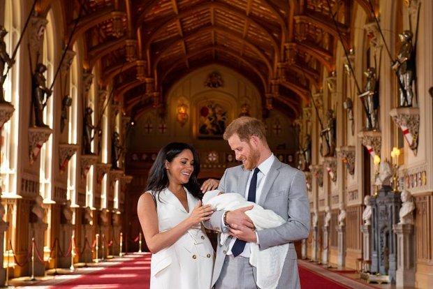 Меган Маркл и принц Гарри впервые показали малыша: свежие фото и видео