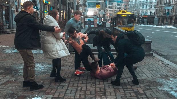 Пьяные подростки устроили бойню в центре Киева: фото