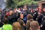 Активисты под зданием суда. Фото: скриншот Youtube-видео