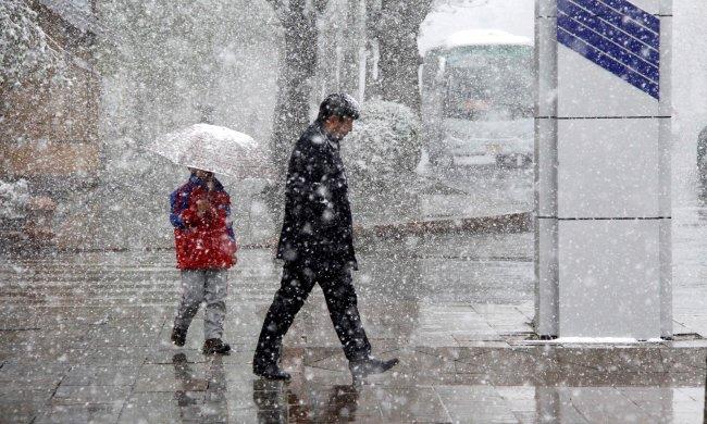 Температурные качели: украинцам предстоит пройти испытания дождем, льдом и морозом