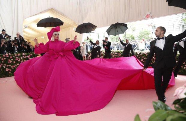 Лучшие мемы на 9 мая: причудливые наряды культовых звезд на Met Gala и напуганный дед