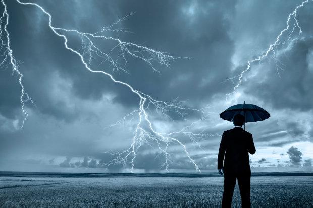 Погода на Пасху огорчит, но не удивит Украину: традиции соблюдены, зонтики и резиновые сапоги под рукой