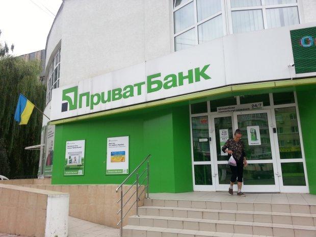 Приватбанк снова влип в скандал: деньги исчезают с карт клиентов и «зависают»