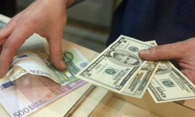 Доллар сходит с ума, как и погода: курс валют на 24 января