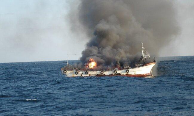 В Керченском проливе полыхают корабли, люди прыгают за борт: «там творится что-то жуткое»