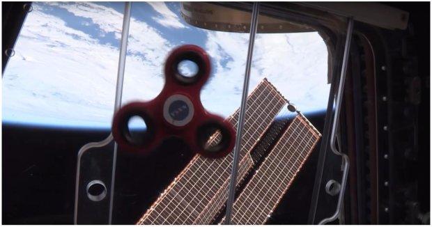 Не пропустите! Работающие на МКС астронавты показали, как будет вести себя спиннер в невесомости