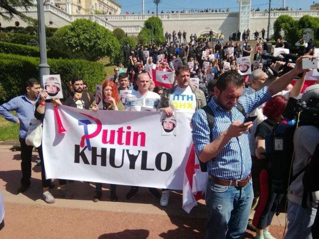 Грузины показали, как относятся к России и Бессмертному полку: «Путин х**ло»