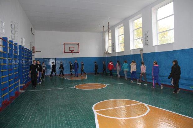 Адская стихия обвалила крышу школы прямо во время уроков, дети оказались в ловушке, шокирующие кадры