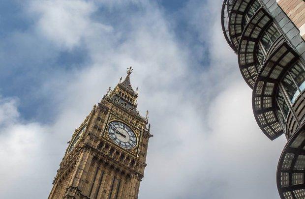 ШОК! В Лондоне бездомный нашел флешку с секретной информацией про королеву Елизавету II