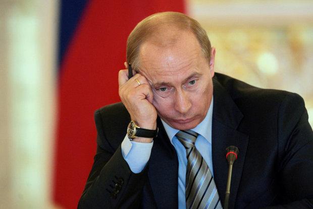 Худший Дед Мороз в истории – в социальных сетях Путина поставили на колени, есть причина