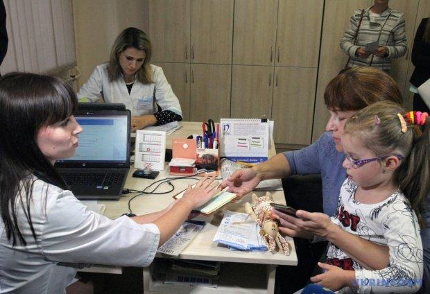 Шунтирование — 130 тысяч, диагностика сердца — 65 тысяч. Сколько заплатят украинцы за медуслуги после реформы