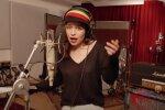 Эмилия Кларк: Скриншот YouTube