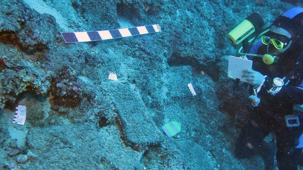 Археологи обнаружили на дне моря древнейший артефакт: научный мир потрясен и гудит, словно улей