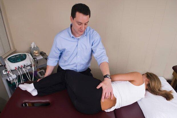 Врач перечислил главные причины болей в спине