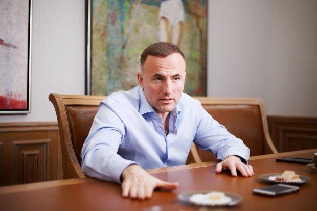 За наркодельцами, которые пытались ввезти в Украину через порт Одессы крупную партию кокаина, стоит скандальный олигарх Павел Фукс