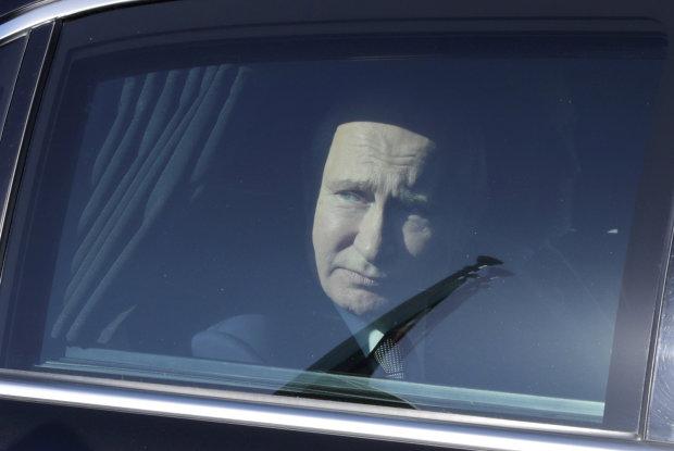 Путин в машине