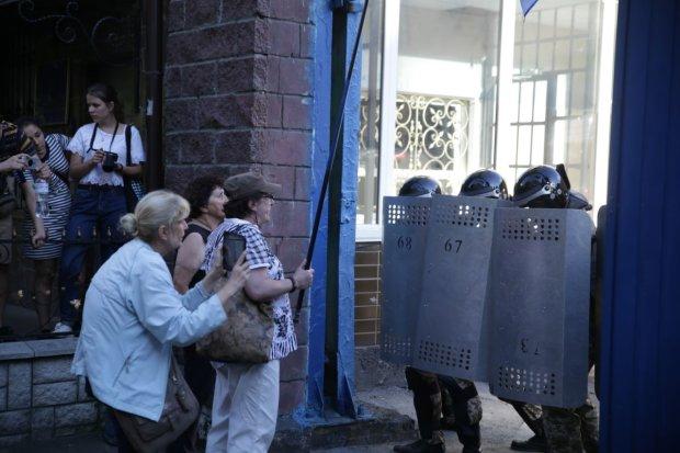 Народный бунт в Киеве: начались столкновения с полицией, движение парализовано, что происходит