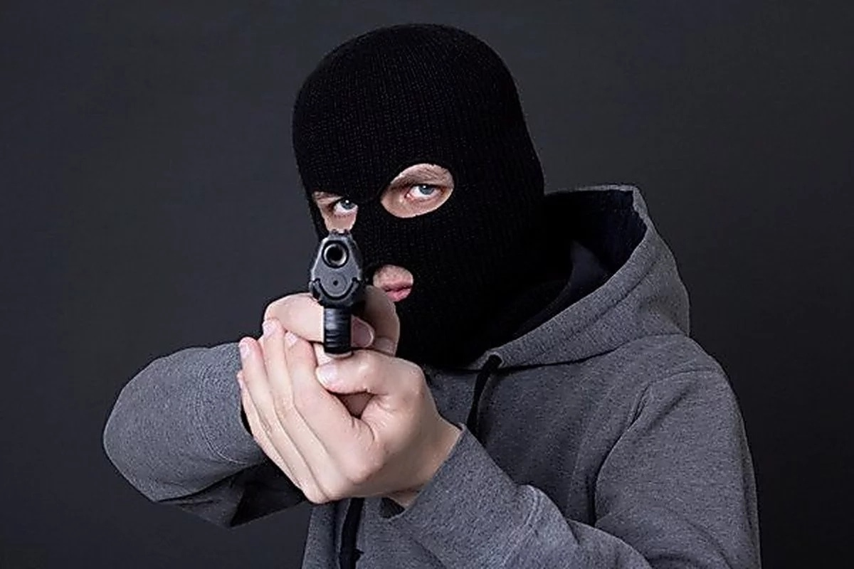 Картинки бандитов в масках с оружием и машины, большие букет