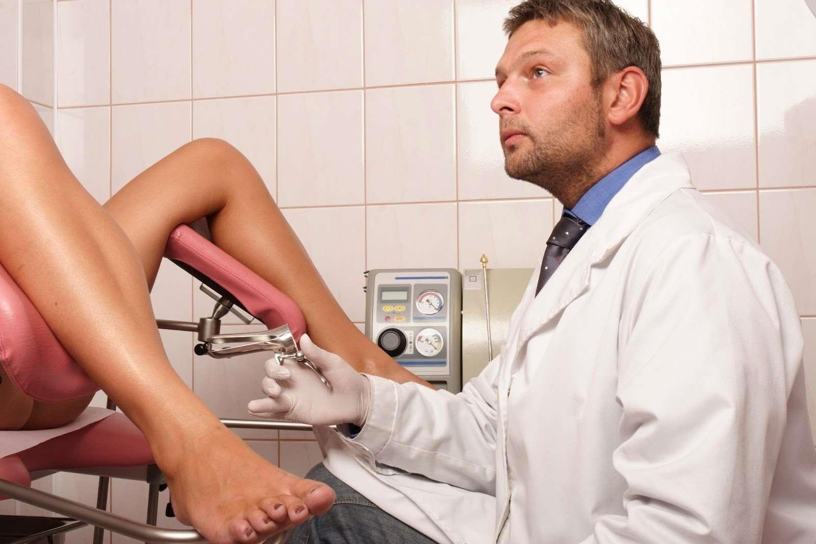 Гинеколог и его голая пациентка