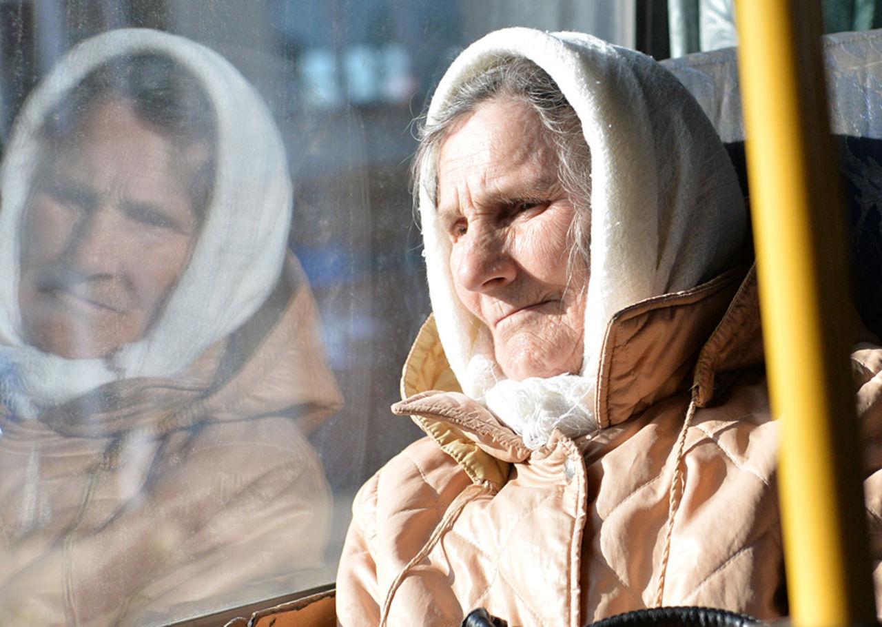 фотографии пожилых в транспорте - 8