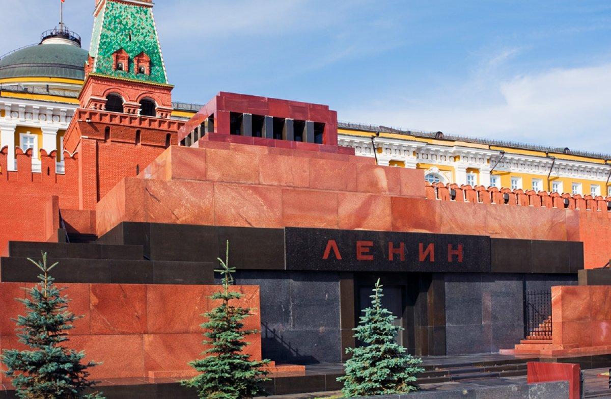 Современный вид Мавзолея на Красной площади в Москве